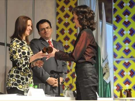 Presidente de Proexport entregó premio Expopyme.